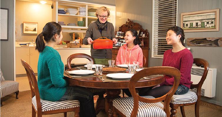 میزبان خانوادگی - Homestay